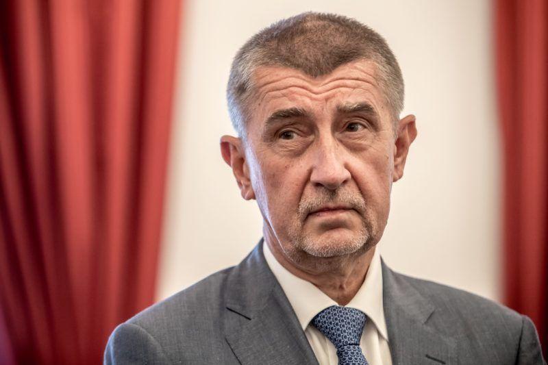 Prága, 2018. július 10. Andrej Babis cseh miniszterelnök, az elõzõ októberi választásokon gyõztes ANO mozgalom elnöke, miután Jan Hamácekkel, a Cseh Szociáldemokrata Párt (CSSD) elnökével aláírta a kormánykoalícióról kötött szerzõdést Prágában 2018. július 10-én. (MTI/EPA/Martin Divisek)