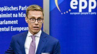 Strasbourg, 2018. október 2. Az Európai Parlament sajtóhivatalának felvétele Alexander Stubb volt finn kormányfõrõl az Európai Néppárt (EPP) finn európai parlamenti (EP) képviselõinek sajtótájékoztatóján Strasbourgban 2018. október 2-án. Stubb bejelentette indulását az EPP úgynevezett csúcsjelölti tisztségéért, hogy a párt európai parlamenti választási gyõzelme esetén õ lehessen az Európai Bizottság következõ elnöke. (MTI/EPA/Európai Parlament)