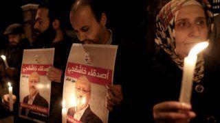 Isztambul, 2018. október 26. Dzsamál Hasogdzsi szaúd-arábiai újságíró portréjával tiltakoznak az újságíró meggyilkolása ellen Szaúd-Arábia törökországi konzulátusánál Isztambulban 2018. október 25-én, három héttel az után, hogy az ügyintézésért folyamodó Hasogdzsit megölték Szaúd-Arábia isztambuli fõkonzulátusán. A szaúdi abszolút monarchiát élesen bíráló újságírót azt követõen ölték meg október 2-án, hogy ügyintézés miatt bement Szaúd-Arábia isztambuli fõkonzulátusára. MTI/EPA/Erdem Sahin