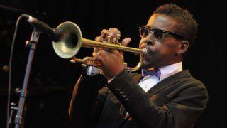 Nizza, 2018. november 4. 2011. július 12-én a nizzai dzsesszfesztiválon készült kép Roy Hargrove amerikai trombitásról. A Grammy-díjas dzsesszzenész 49 éves korában, 2018. november 2-án elhunyt. MTI/EPA/Bruno Bebert