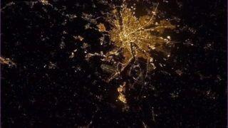 Budapest, 2013. február 9. Chris Hadfieldnek, a NASA amerikai ûrhajósának az éjszakai Budapestrõl 2013. február 9-i felvétele, amelyet a Föld körül keringõ Nemzetközi Ûrállomás fedélzetérõl készített. (MTI/NASA/Chris Hadfield)