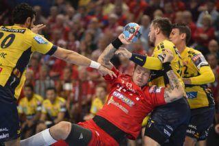 Veszprém, 2018. november 3. A veszprémi Andreas Nilsson (k), valamint a német Andre Schmid (j), Jannik Kohlbacher (j2) és Ilija Abutovic (b) a férfi kézilabda Bajnokok Ligája hatodik fordulójában játszott Telekom Veszprém - Rhein-Neckar Löwen mérkõzésen a Veszprém Arénában 2018. november 3-án. MTI/Bodnár Boglárka