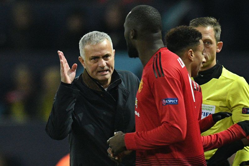 Manchester United's Portuguese manager Jose Mourinho (L) shouts instructions at Manchester United's Belgian striker Romelu Lukaku as he is substituted on with Manchester United's French midfielder Paul Pogba  during the UEFA Champions League group H football match between Manchester United and Young Boys at Old Trafford in Manchester, north-west England on November 27, 2018. (Photo by Oli SCARFF / AFP)
