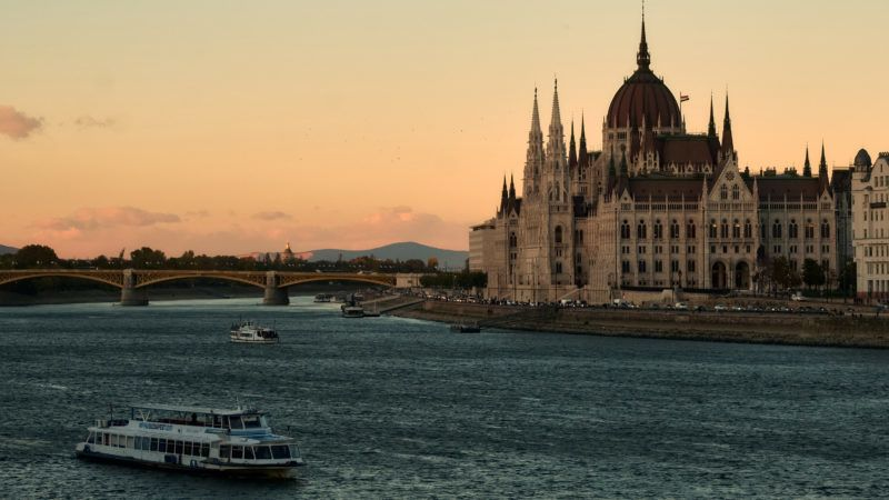5681933 24.10.2018 A ship sails past the The Hungarian Parliament Building in Budapest, Hungary, October 24, 2018. Alexei Danichev / Sputnik