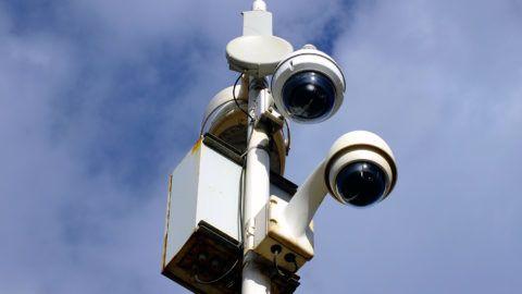 VIDEO SURVEILLANCE CCTV in a city. HOUIN / BSIP