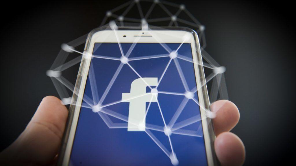 Személyit kér a Facebook a letiltott magyaroktól