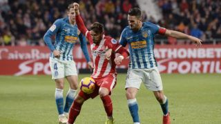 Atletico Madrid's Spanish midfielder Koke (R) challenges Girona's Spanish midfielder Cristian Portugues (C) during the Spanish league football match between Girona and Club Atletico de Madrid at the Montilivi stadium in Girona on December 2, 2018. (Photo by Josep LAGO / AFP)