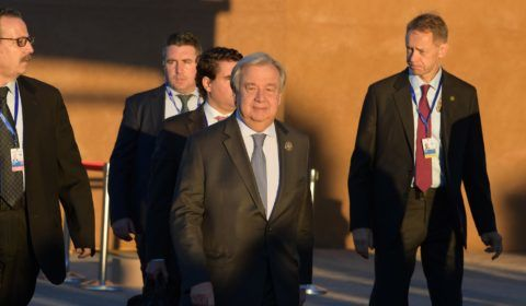 UN Secretary General Antonio Guterres (C)arrives at the conference hall in Marrakesh to attend a United Nations conference on migration on December 10, 2018 in the Moroccan city. - Politicians from around the globe gathered in Morocco for a major conference to endorse a United Nations migration pact, despite a string of withdrawals driven by anti-immigrant populism. The Global Compact for Safe, Orderly and Regular Migration was finalised at the UN in July after 18 months of talks and is due to be formally adopted with the bang of a gavel at the start of the two-day conference in Marrakesh. (Photo by FETHI BELAID / AFP)