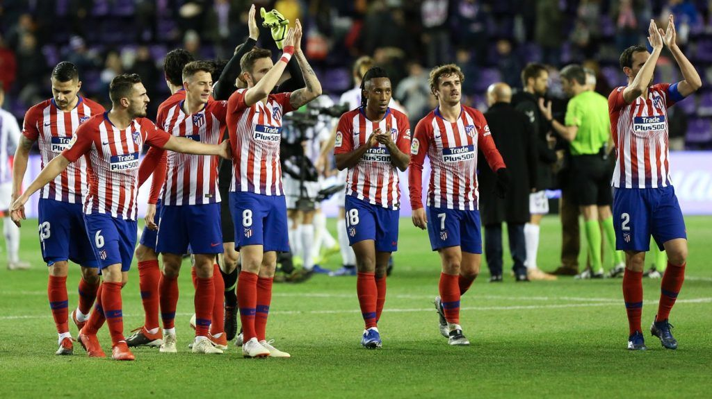Atletico Madrid's players acknowledge fans at the end of the Spanish League football match between Real Valladolid and Atletico Madrid at the Jose Zorrilla stadium in Valladolid on December 15, 2018. (Photo by CESAR MANSO / AFP)