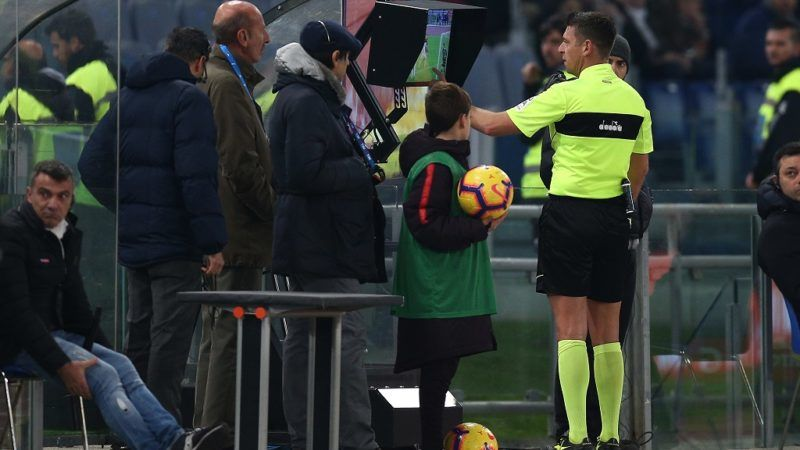 Gian Luca Rocchi the referee review the VAR and assign a penalty kick to AS Roma during the Italian Serie A 2018/2019 match between AS Roma and FC Inter at Stadio Olimpico on Dicember 2, 2018 in Rome, Italy. (Photo by Danilo Di Giovanni/NurPhoto)