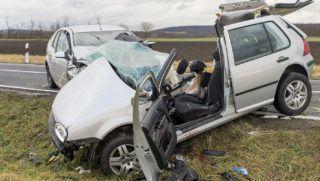 Gyõr, 2018. december 24. Ütközésben összetört személygépkocsik a 83-as fõúton Gyõr és Gyõrszemere között 2018. december 24-én. A balesetben két ember a helyszínen meghalt, többen megsérültek. MTI/Krizsán Csaba