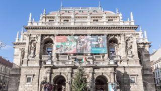 Budapest, 2018. január 4. A Magyar Állami Operaház épülete az Andrássy út 22-ben. Az Operaház Magyarország egyetlen nagy létszámú társulattal rendelkező és kimondottan operákra, balettekre szakosodott színháza. Az épület Budapest egyik legjelentősebb 19. századi műemléke. MTVA/Bizományosi: Faludi Imre  *************************** Kedves Felhasználó! Ez a fotó nem a Duna Médiaszolgáltató Zrt./MTI által készített és kiadott fényképfelvétel, így harmadik személy által támasztott bárminemű – különösen szerzői jogi, szomszédos jogi és személyiségi jogi – igényért a fotó készítője közvetlenül maga áll helyt, az MTVA felelőssége e körben kizárt.
