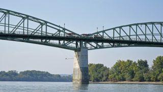 Esztergom, 2018. szeptember 16. A Mária Valéria híd az esztergomi Prímás-sziget és a szlovákiai Párkány között, a Duna 1718,5 folyamkilométerénél található.  MTVA/Bizományosi: Lehotka László  *************************** Kedves Felhasználó! Ez a fotó nem a Duna Médiaszolgáltató Zrt./MTI által készített és kiadott fényképfelvétel, így harmadik személy által támasztott bárminemû – különösen szerzõi jogi, szomszédos jogi és személyiségi jogi – igényért a fotó készítõje közvetlenül maga áll helyt, az MTVA felelõssége e körben kizárt.