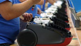 Jászberény, 2017. május 22.Összeszerelés az Electrolux Lehel Kft. jászberényi porszívógépgyárában 2017. május 22-én.MTI Fotó: Bugány János