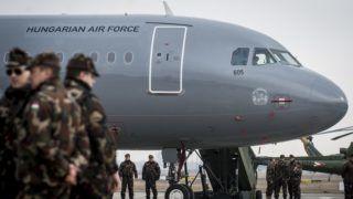 Kecskemét, 2018. február 2. A Magyar Honvédség Csehországból érkezett és a sajtóbemutatóra kiállított két darab, többcélú, használt Airbus A319-es csapatszállító katonai repülõgépeinek egyike Kecskeméten az MH 59. Szentgyörgyi Dezsõ Repülõbázison 2018. február 2-án. A gépek a honvédség hadrendjében teljesítenek majd szolgálatot. Az elsõ katonai Airbus A319-es január 31-én érkezett meg a kecskeméti repülõtérre. MTI Fotó: Ujvári Sándor