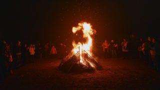 Ada, 2015. december 21.A téli napfordulót ünneplik ősi magyar, sztyeppei hagyomány szerint a vajdasági Adán 2015. december 21-én, a karacsun nevű ünnepen, az év leghosszabb éjjelén.MTI Fotó: Molnár Edvárd
