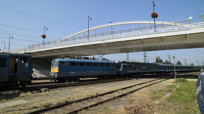 Hatvan, 2015. szeptember 2.A 3. számú főút elkészült vasúti felüljáró hídja Hatvanban 2015. szeptember 2-án. A 10,8 milliárd forintos összköltségű beruházás az Új Széchenyi Terv keretében, 85 százalékos uniós támogatásból valósult meg.MTI Fotó: Komka Péter
