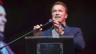 Budapest, 2015. február 22. Arnold Schwarzenegger osztrák származású amerikai színész, Kalifornia állam volt kormányzója saját sikereinek titkáról tart elõadást az MVM által szervezett Siker-napon a Papp László Budapest Sportarénában 2015. február 22-én. MTI Fotó: Koszticsák Szilárd