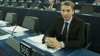 Strasbourg, 2015. május 19. Jávor Benedek, a PM európai parlamenti (EP) képviselõje az EP Magyarországról szóló plenáris vitája elõtt Strasbourgban 2015. május 19-én. MTI Fotó: Koszticsák Szilárd