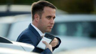 Velence, 2018. szeptember 12. Dömötör Csaba, a Miniszterelnöki Kabinetiroda parlamenti államtitkára érkezik a Fidesz-KDNP frakciószövetség háromnapos kihelyezett ülésére egy velencei szállodába 2018. szeptember 12-én. MTI Fotó: Koszticsák Szilárd