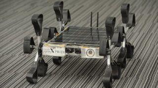 Szeged, 2013. október 5.A Puli Space I2.0 jelzésű prototípusa a világűr hete alkalmából rendezett bemutatón a szegedi Szent-Györgyi Albert Agóra Informatóriumban 2013. október 5-én. A Puli Space a Google Lunar XPRIZE nemzetközi holdversenyének egyetlen magyar indulójaként arra vállalkozott, hogy 2015. december 31-ig magánerőből feljuttat a Holdra egy robotot, amely ott meghatározott feladatokat hajt végre.MTI Fotó: Kelemen Zoltán Gergely