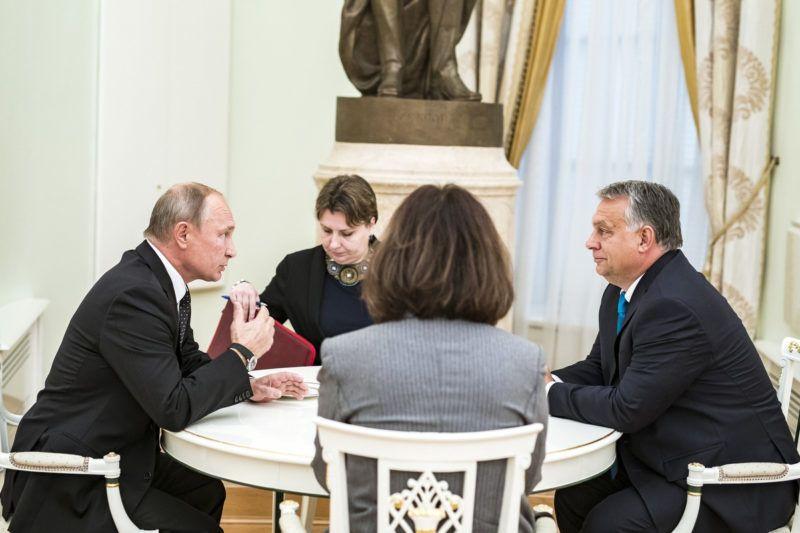 Moszkva, 2018. szeptember 18.A Miniszterelnški Sajt—iroda ‡ltal kšzreadott kŽpen Vlagyimir Putyin orosz elnšk (b) Žs Orb‡n Viktor miniszterelnšk nŽgyszemkšzti megbeszŽlŽse Moszkv‡ban 2018. szeptember 18-‡n.MTI Fot—: Miniszterelnški Sajt—iroda / Szecs?di Bal‡zs