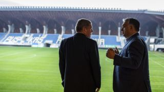 Felcsút, 2018. október 27. Orbán Viktor miniszterelnök (j) és Thomas Bach, a Nemzetközi Olimpiai Bizottság (NOB) elnöke Felcsúton, a Puskás Ferenc Labdarúgó Akadémián 2018. október 27-én. A NOB elnöke a Budapesten zajló birkózó-világbajnokság eseményeire érkezett Magyarországra.  MTI/Puskás Akadémia