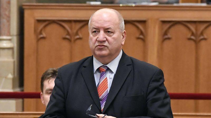 Budapest, 2018. december 3. Korózs Lajos MSZP-s képviselõ azonnali kérdést tesz fel az Országgyûlés plenáris ülésén 2018. december 3-án. MTI/Máthé Zoltán