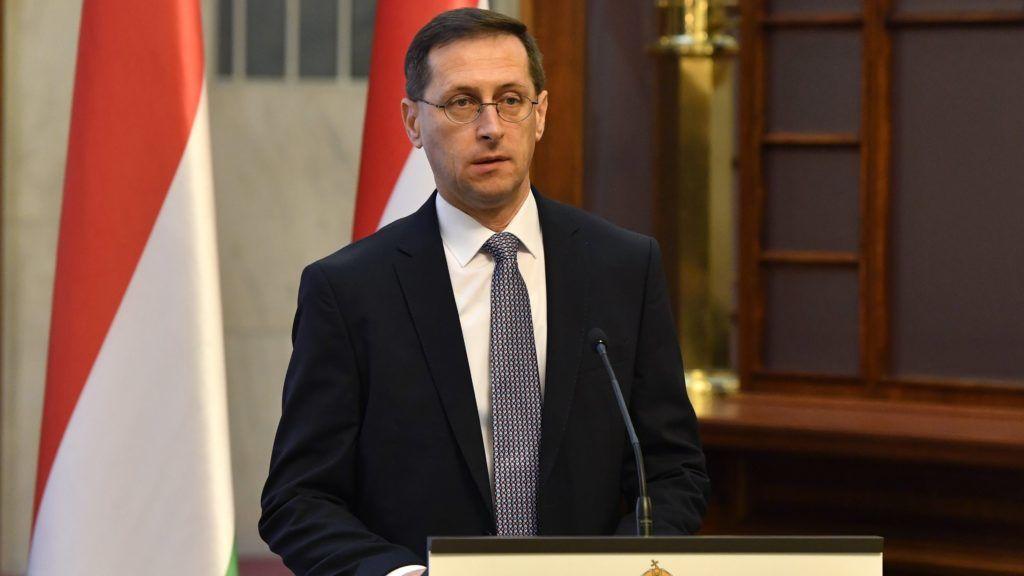 Budapest, 2018. december 28. Varga Mihály pénzügyminiszter sajtótájékoztatót tart az idei gazdasági növekedésrõl a Pénzügyminisztériumban 2018. december 28-án. Varga Mihály szerint a magyar gazdaság idén is jól teljesít, ebben az évben az elsõ háromnegyed évben 4,2 százalékos volt a növekedés, emiatt a tárca szerint várhatóan 4,6 százalékos lesz a gazdasági bõvülés. MTI/Máthé Zoltán