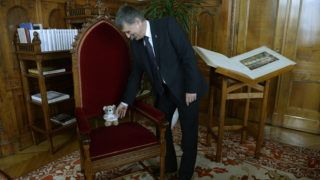 Budapest, 2013. december 7. Kövér László, az Országgyûlés elnöke parlamenti dolgozószobájában, ahol interjút adott az MTI-nek  2013. december 5-én. MTI Fotó: Bruzák Noémi