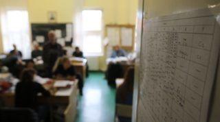 Miskolc, 2016. április 15. Sztrájkoló pedagógusok a tanáriban a miskolci Herman Ottó Gimnáziumban 2016. április 15-én. A tiltakozást a Pedagógusok Demokratikus Szakszervezete (PDSZ) szervezte, és a civil közoktatási platform, valamint a Tanítanék mozgalom is támogatja. MTI Fotó: Vajda János
