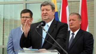 Mezõkövesd, 2016. június 5. Tállai András, a Mezõkövesd Zsóry FC elnöke, a Nemzetgazdasági Minisztérium parlamenti és adóügyekért felelõs államtitkára beszédet mond, mögötte Seszták Miklós nemzeti fejlesztési miniszter (b) és Fekete Zoltán (Fidesz-KDNP) polgármester a Mezõkövesd Zsóry FC felújított stadionjának avatóünnepségén 2016. június 5-én. MTI Fotó: Vajda János