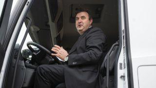 Óbarok, 2018. december 7. Palkovics László innovációs és technológiai miniszter az Autohof Óbarok kamionos pihenõhely átadó ünnepségén az M1-es autópálya óbaroki lehajtója közelében 2018. december 7-én. A pihenõhelyen 124 kamionnak és 11 lakókocsinak tudnak helyet biztosítani. Ezen kívül 11 hûtõkamionnak és 4 túlméretes szerelvénynek. MTI/Bodnár Boglárka