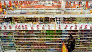 Budaörs, 2011. április 14. Vásárlók a budaörsi Auchan áruházban. MTI Fotó: Kollányi Péter