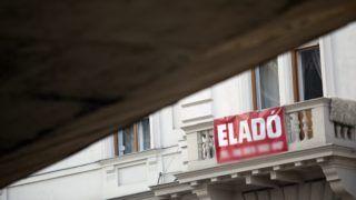 Budapest, 2012. január 28. Eladó ingatlan a XIII. kerületben. Már küldik az értesítést a bedõlt lakáshiteleseknek arról, hogy kinek az ingatlanát veszi meg a banktól az állam, márciusban pedig már lakásokat vásárolhat a Nemzeti Eszközkezelõ. MTI Fotó: Mohai Balázs