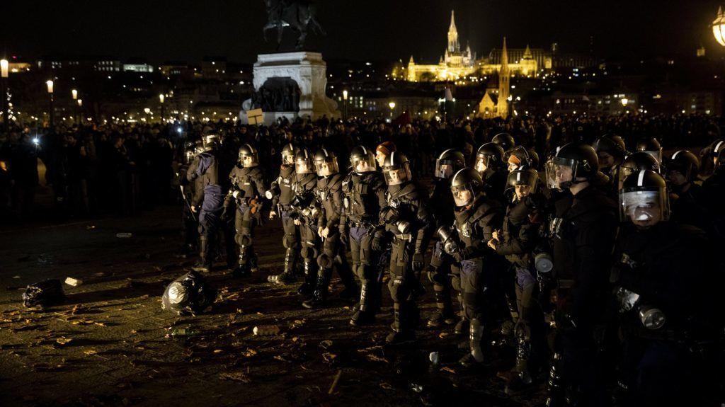 """Képtalálat a következőre: """"kossuth téri tüntetés"""""""