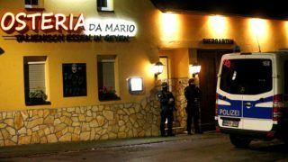 Pulheim, 2018. december 5. Német rendõrök razziát tartanak az Osteria de Mario nevû olasz vendéglõben az észak-rajna-vesztfáliai Pulheimben 2018. december 5-én. Ezen a napon Németország és Olaszország mellett Belgiumban és Hollandiában is házkutatások kezdõdtek az olasz maffia calabriai ága, a hírhedt Ndrangheta nevû délolasz bûnszervezet feltételezett tagjai ellen. A Ndrangheta az utóbbi években Olaszország legerõsebb bûnszervezete lett, meghatározó szerepe van a nemzetközi kokainkereskedelemben. MTI/EPA/Sascha Steinbach