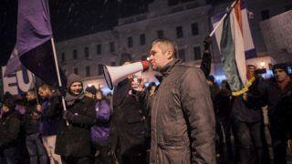 Pécs, 2018. december 15. Hadházy Ákos független parlamenti képviselõ beszédet mond a Fáklyás felvonulás a rabszolgatörvény ellen! címmel meghirdetett kormányellenes demonstráción Pécsen 2018. december 14-én. MTI/Sóki Tamás