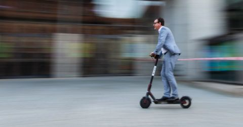 """28 November 2018, Bavaria, Bamberg: Jan Giersberg, press spokesman for Stadtwerke Bamberg, drives an electric scooter of the US American e-scooter sharing provider """"Bird"""". Bamberg will be the first city in Germany where e-scooters will be put on the streets. Today, Bird, the market leader in e-scooter sharing services, and Stadtwerke Bamberg announced a cooperation to set up a rental system for e-scooters in the Franconian university town. (to dpa ?for the first time in Germany: Bird E-Scooter come to Bamberg/Bird and public utilities Bamberg start the future of the micro mobility? of 28.11.2018) Photo: Nicolas Armer/dpa"""