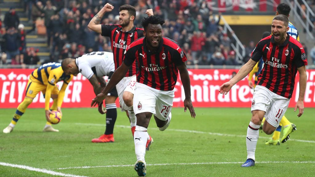 MILAN, ITALY - DECEMBER 02:  Franck Kessie of AC Milan celebrates his goal from the penalty spot during the Serie A match between AC Milan and Parma Calcio at Stadio Giuseppe Meazza on December 2, 2018 in Milan, Italy.  (Photo by Marco Luzzani/Getty Images)