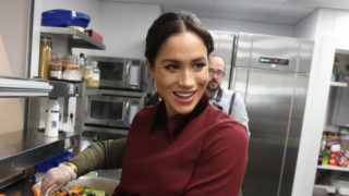 LONDON, ENGLAND - NOVEMBER 21: Meghan, Duchess of Sussex visits the Hubb Community Kitchen to see how funds raised by the 'Together: Our Community' Cookbook are making a difference at Al Manaar, North Kensington on November 21, 2018 in London, England. (Photo by Chris Jackson/Getty Images)