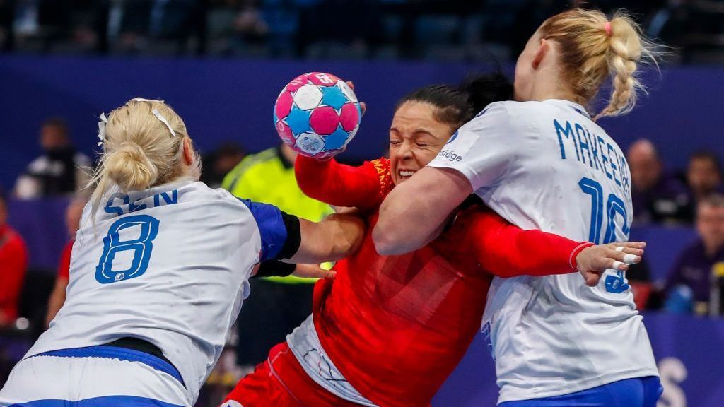 PARIS, FRANCE - DECEMBER 14: Valentina Neli Ardean-Elisei #15 of Romania attempts to shoot the ball against Anna Sen #8 and Kseniya Makeeva #19 of Russia during the EHF Euro semi-final match between Russia and Romania at AccorHotels Arena on December 14, 2018 in Paris, France. (Photo by Catherine Steenkeste/Getty Images )