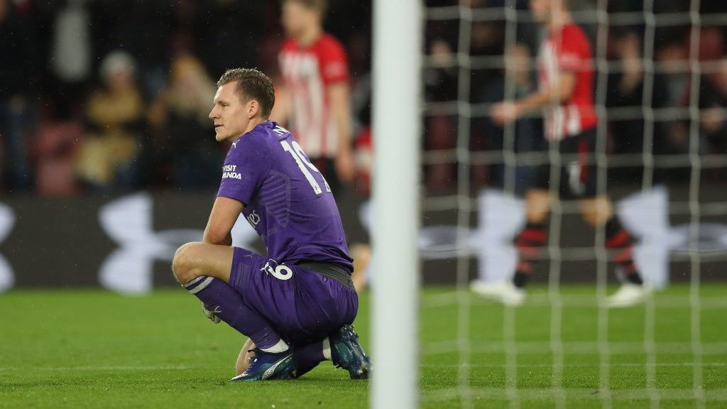 SOUTHAMPTON, ENGLAND - DECEMBER 16: A dejected Bernd Leno of Arsenal after Charlie Austin of Southampton scored a goal to make it 3-2 during the Premier League match between Southampton FC and Arsenal FC at St Mary's Stadium on December 16, 2018 in Southampton, United Kingdom. (Photo by James Williamson - AMA/Getty Images)