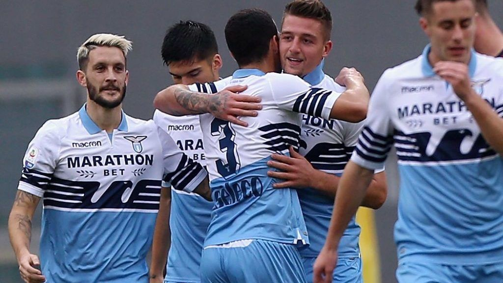 ROME, ITALY - DECEMBER 22:  Sergej Milinkovic with his teammates of SS Lazio celebrates after scoring the opening goal during the Serie A match between SS Lazio and Cagliari at Stadio Olimpico on December 22, 2018 in Rome, Italy.  (Photo by Paolo Bruno/Getty Images)