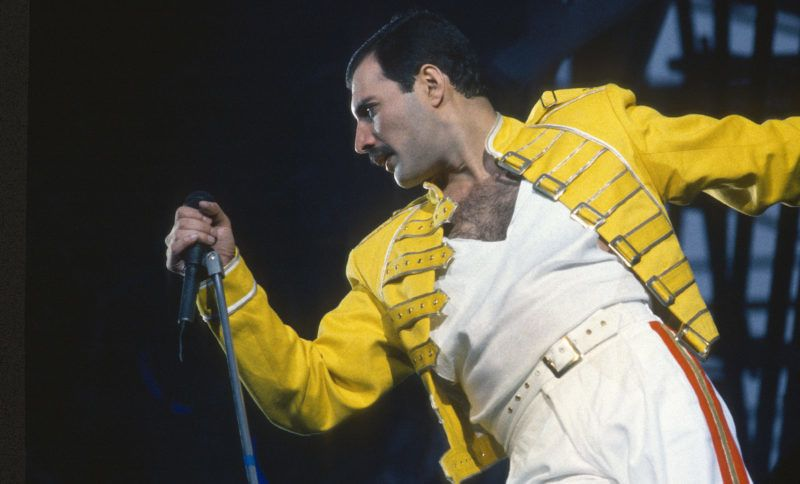LONDON, UNITED KINGDOM - JANUARY 01:   Freddie Mercury of the rock group Queen perfumes at a concert on January 01, 1986 in London, England.  (Photo by Anwar Hussein/Getty Images)