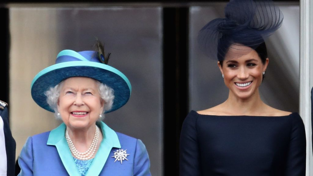 LONDON, ENGLAND - JULY 10: Queen Elizabeth II and Meghan, Duchess of Sussex watch the RAF flypast on the balcony of Buckingham Palace, as members of the Royal Family attend events to mark the centenary of the RAF on July 10, 2018 in London, England.  (Photo by Chris Jackson/Getty Images)