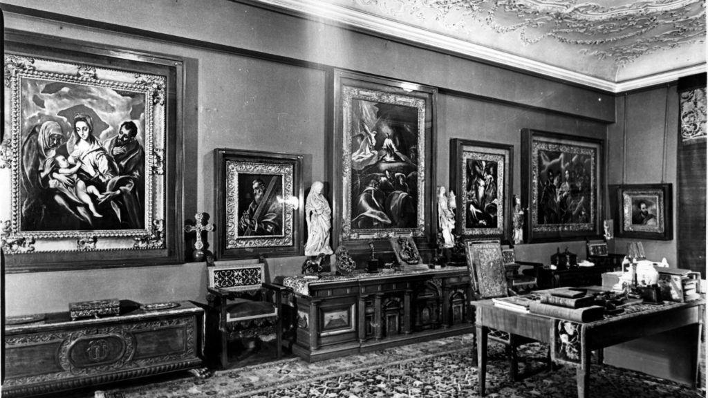Los Angeles, 2010. július 30. A Herzog család által 2010. július 30-án közzétett dátum nélküli felvételen Herzog Mór Lipót dolgozószobájának falán gyûjteményének El Greco-festményei láthatók. Herzog Mór Lipót örökösei Washingtonban pert indítottak, hogy visszakaphassák a néhai bankár 1944-ben ellopott mûgyûjteményének Magyarországon található darabjait.  Martha Nierenberg (Herzog Mór Lipót unokája) keresete több mint 40 képet érint, amelyek értéke meghaladja a 100 millió dollárt (21 milliárd 860 millió forint). (MTI/EPA)