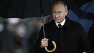Párizs, 2018. november 11. Vlagyimir Putyin orosz elnök az elsõ világháborút lezáró fegyverszüneti egyezmény 100. évfordulójának alkalmából rendezett ünnepségre érkezik a párizsi diadalívhez 2018. november 11-én. MTI/EPA/REUTERS/Benoit Tessier