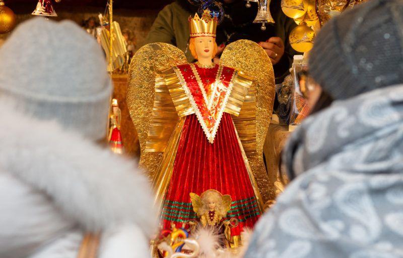 Nürnberg, 2018. november 30. Angyaldísz a nürnbergi karácsonyi vásár egyik standján 2018. november 30-án. MTI/EPA/Timm Schamberger