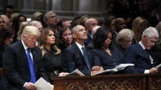 Washington, 2018. december 5. Donald Trump amerikai elnök és felesége, Melania Trump, Barack Obama volt amerikai elnök és felesége, Michelle Obama, valamint Bill Clinton volt amerikai elnök (elsõ sor, b-j) George H. W. Bush korábbi amerikai elnök gyászmiséjén a washingtoni nemzeti székesegyházban 2018. december 5-én. George H. W. Bush, aki az Egyesült Államok 41. elnöke volt 1989-tõl 1993-ig, 2018. november 30-án, 94 éves korában hunyt el texasi otthonában. MTI/EPA/Alex Brandon